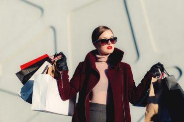 Stop Kebiasaan Belanja Berlebihan Dengan Cara Ini!